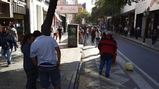 Largas colas para cobrar el IFE de Anses en Tucumán.