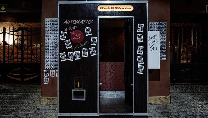 Que Choisir Pour Votre Animation Un Photobooth Ou Une Cabine