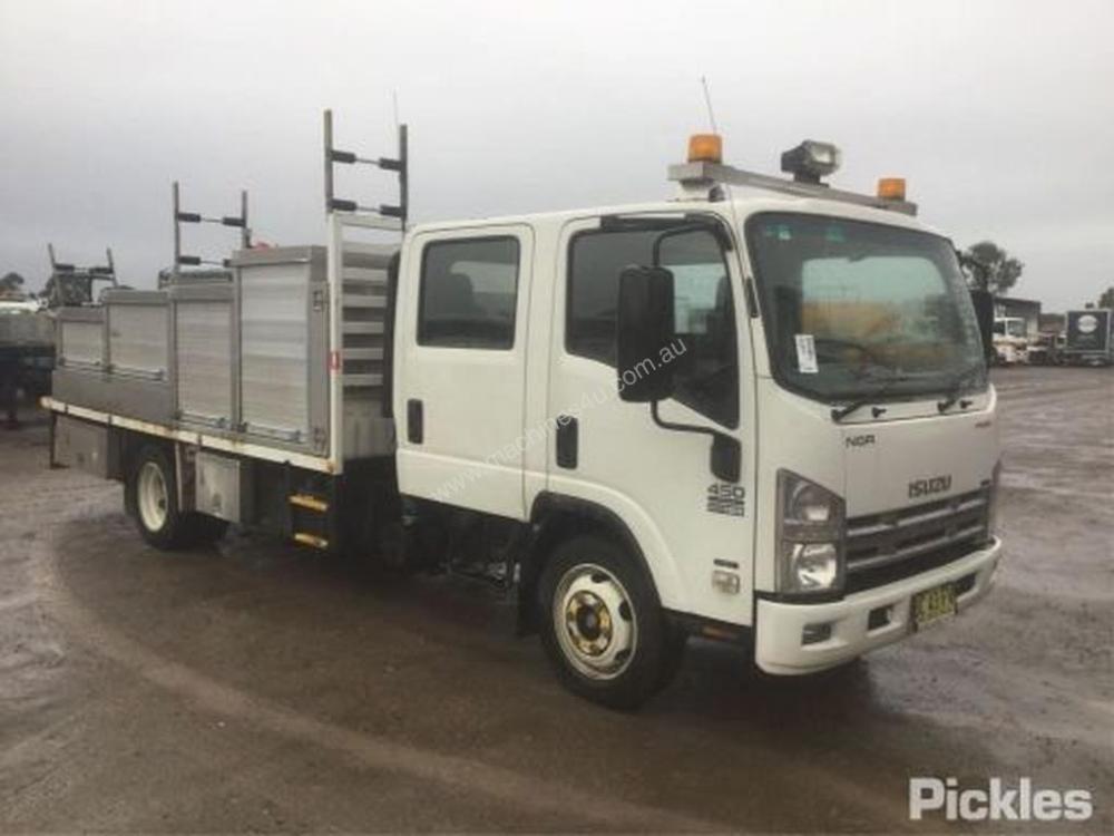 medium resolution of used isuzu rigid trucks for sale 2009 isuzu nqr450