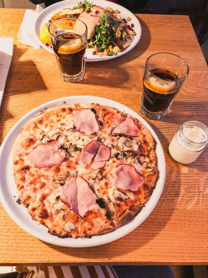 pizza på bistro kös i gdansk