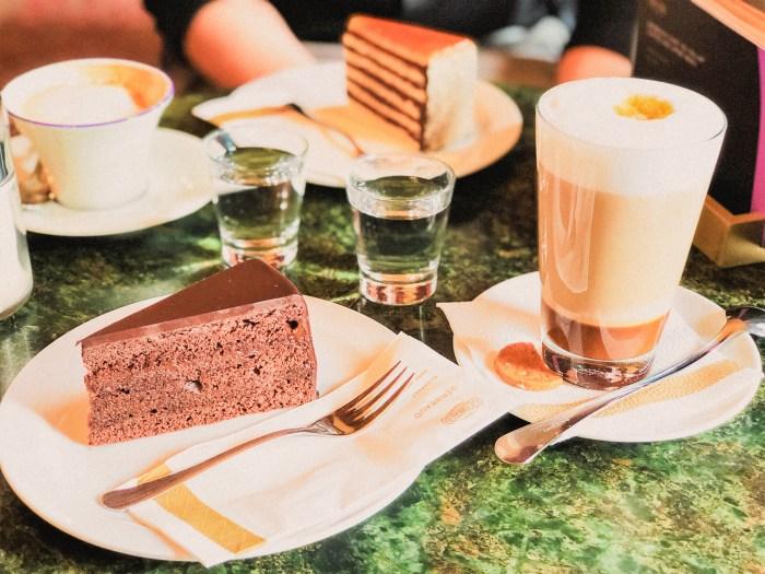 fika på cafe gerbeaud
