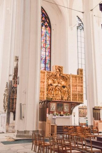 insidan av mariakyrkan i gdansk