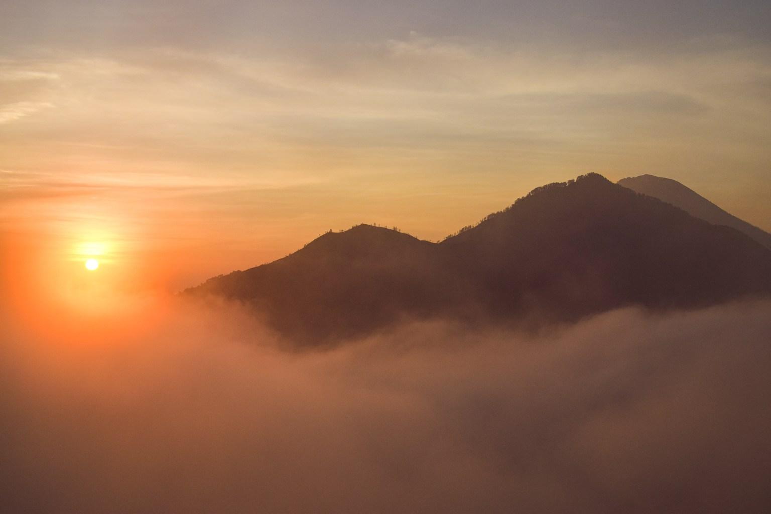 mount batur vid soluppgång.