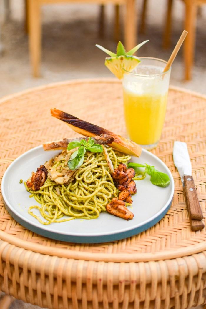 ananasjuice och pasta med kyckling