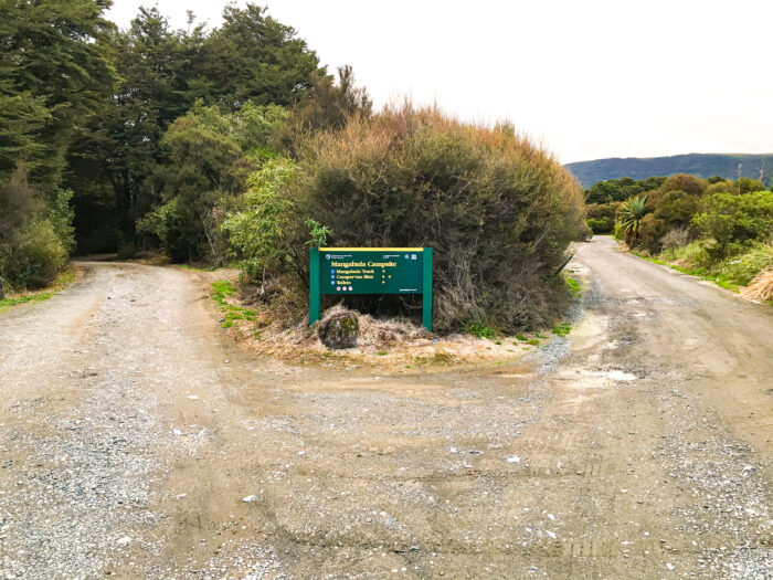 skylten vid campingen mangahuia.