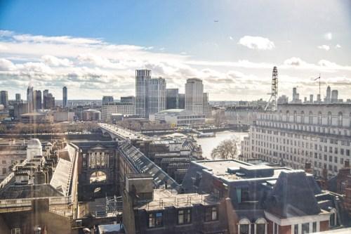 utsikt över London från restaurangen radio rooftop.