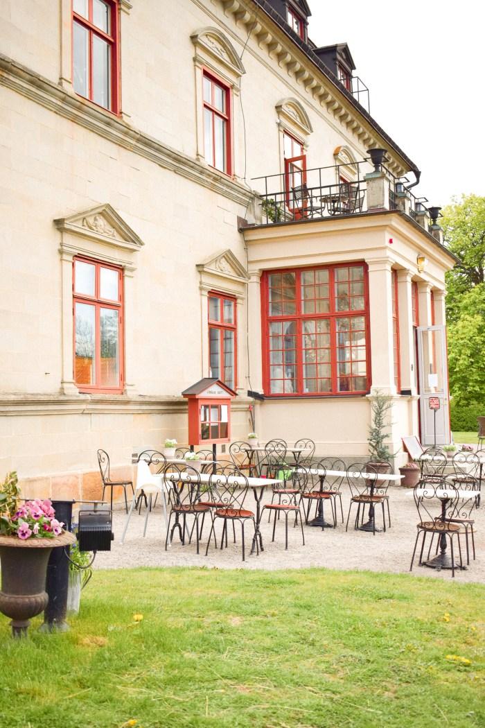 trädgårdcafé på Görvälns slott.