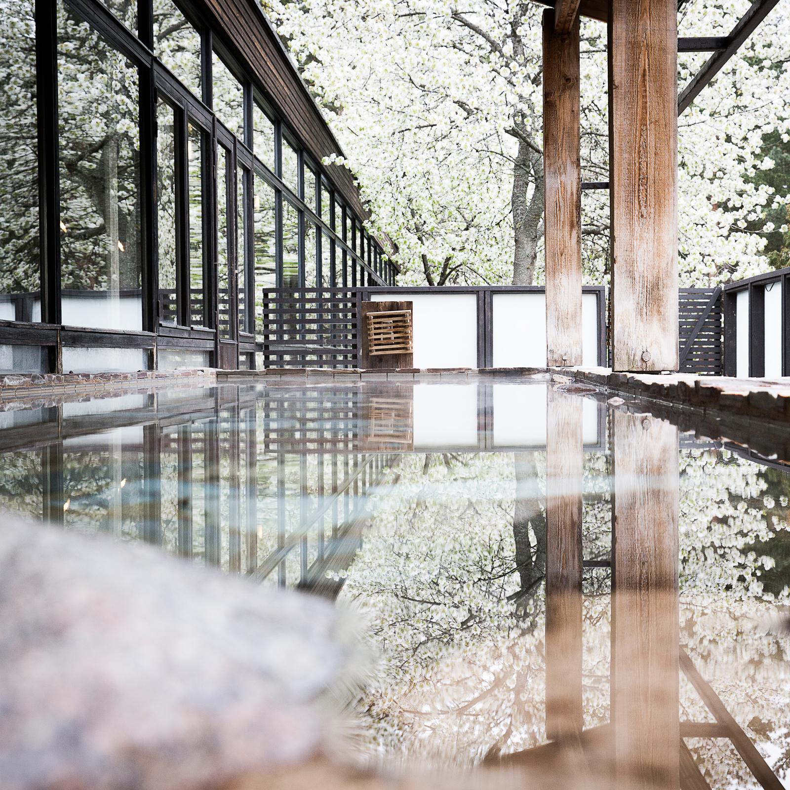 utomhuspoolerna på det japanska badhuset.