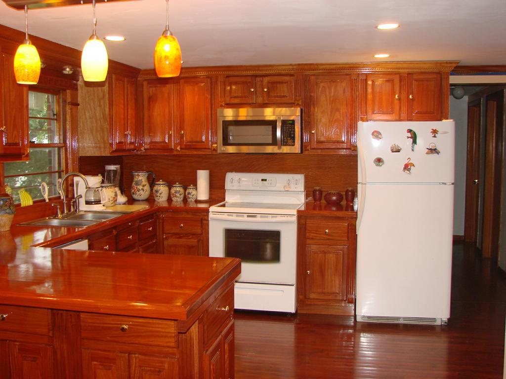 U Haul Self Storage: Mahogany Kitchen Cabinets