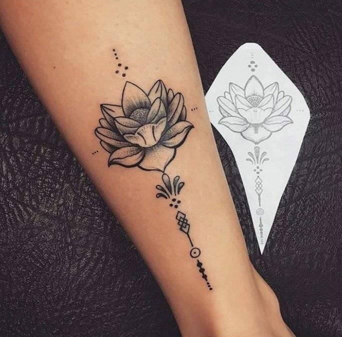 El Significado Del Tatuaje De Flor De Loto Símbolo De La Tradición