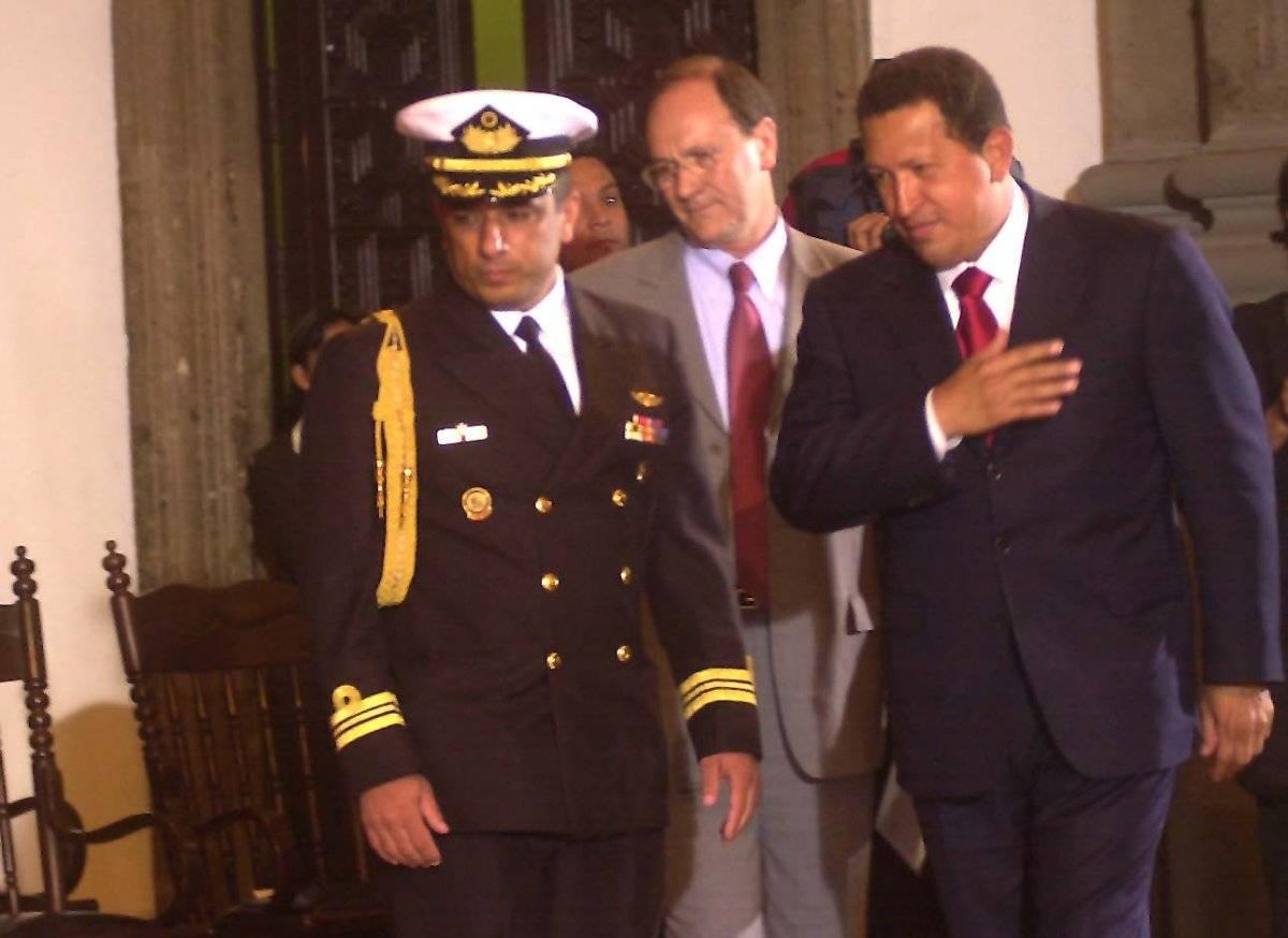 El presidente de Venezuela Hugo Chavez a su llegada al Museo de San Ildefonso en donde dio una conferencia magistral, también en mayo de 2004. Foto: Cuartoscuro