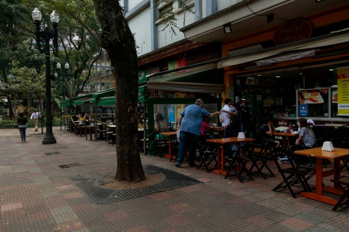 Parte dos restaurantes reabrem em São Paulo, mas clientes têm receio