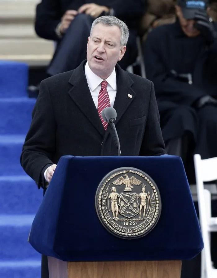 Bill de Blasio, alcalde de Nueva York, confirmó que enterrar gente en los parques es una posibilidad por la pandemia de coronavirus Covid 19