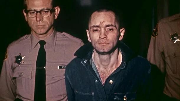 Charles Manson cuando era trasladado a escuchar una sentencia de muerte el 29 de marzo de 1971.