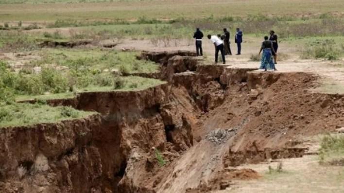 La grieta, que ya obligó a evacuaciones en zonas rurales del suroeste de Kenia.