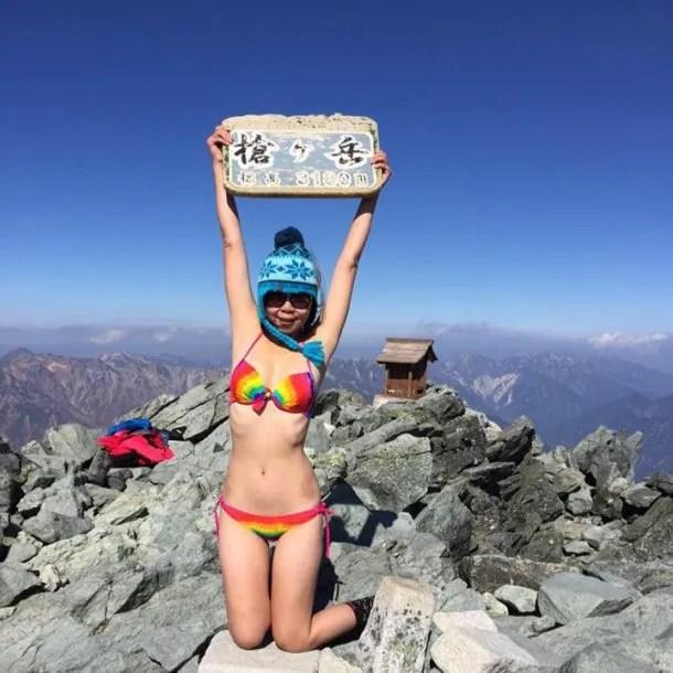 Famosa montañista intentó sacarse una foto y murió tras caer a una grieta