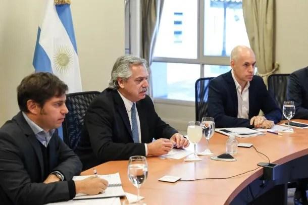 Alberto Fernández junto a Axel Kicillof y Horacio Rodríguez Larreta: el Presidente anunciaría la continuidad del aislamiento
