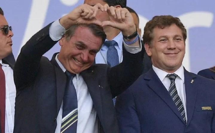 Jair Bolsonaro y el presidente de la Conmebol