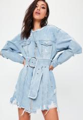 Robe en jean bleue avec ceinture