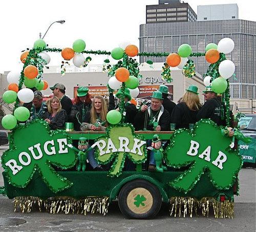 Detroit Links Go green for St Patricks Day Parade