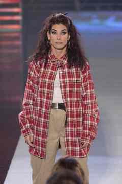 Sandra Bullock gets a chola girl makeover on George