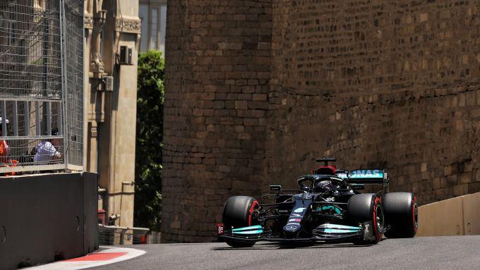 F1 GP Azerbaijan 2021, PL1: Verstappen precede Leclerc - MotorBox