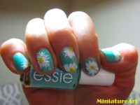 Daisy Nail Designs-- So Cute! PLS  if you love these ...