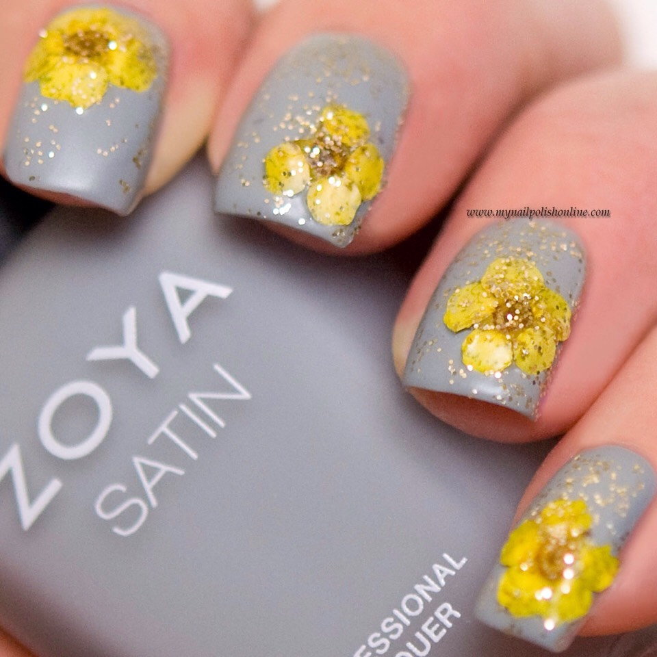 This Is A Bination Of Flower Nail Art Where Are The Flowers Real Dried And Others Just Painted On