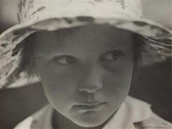 The girl with the sun hat (Magdalene Engels) By Aenne Biermann ,1929