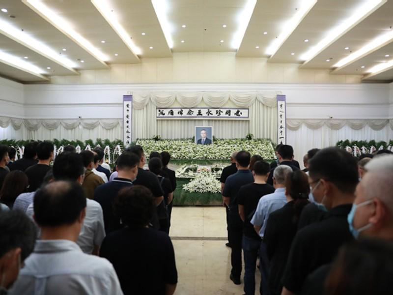 Fudan teachers and students farewell to Comrade Wang Yongzhen.