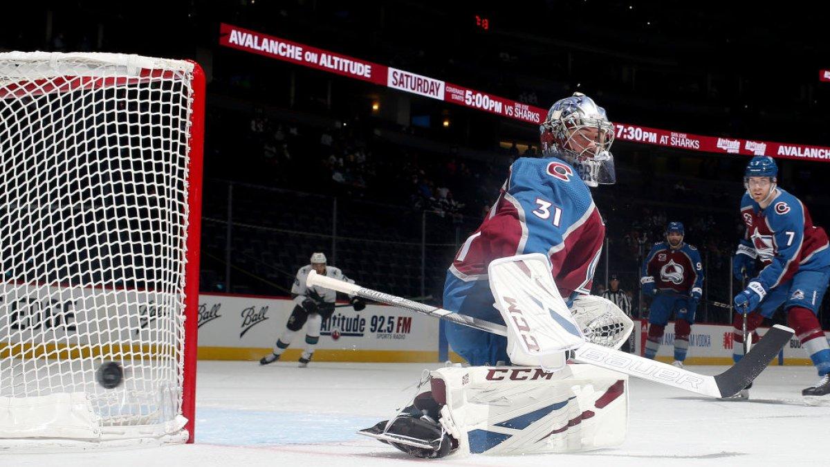 Grubauer Helps Avs Break 3-Game Slide in 3-0 Win Over Sharks