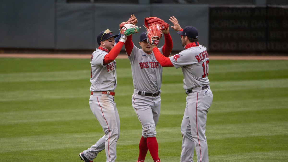 Don't Look Now, But Yankees Stink and AL East Is There for Taking If Red Sox Want It