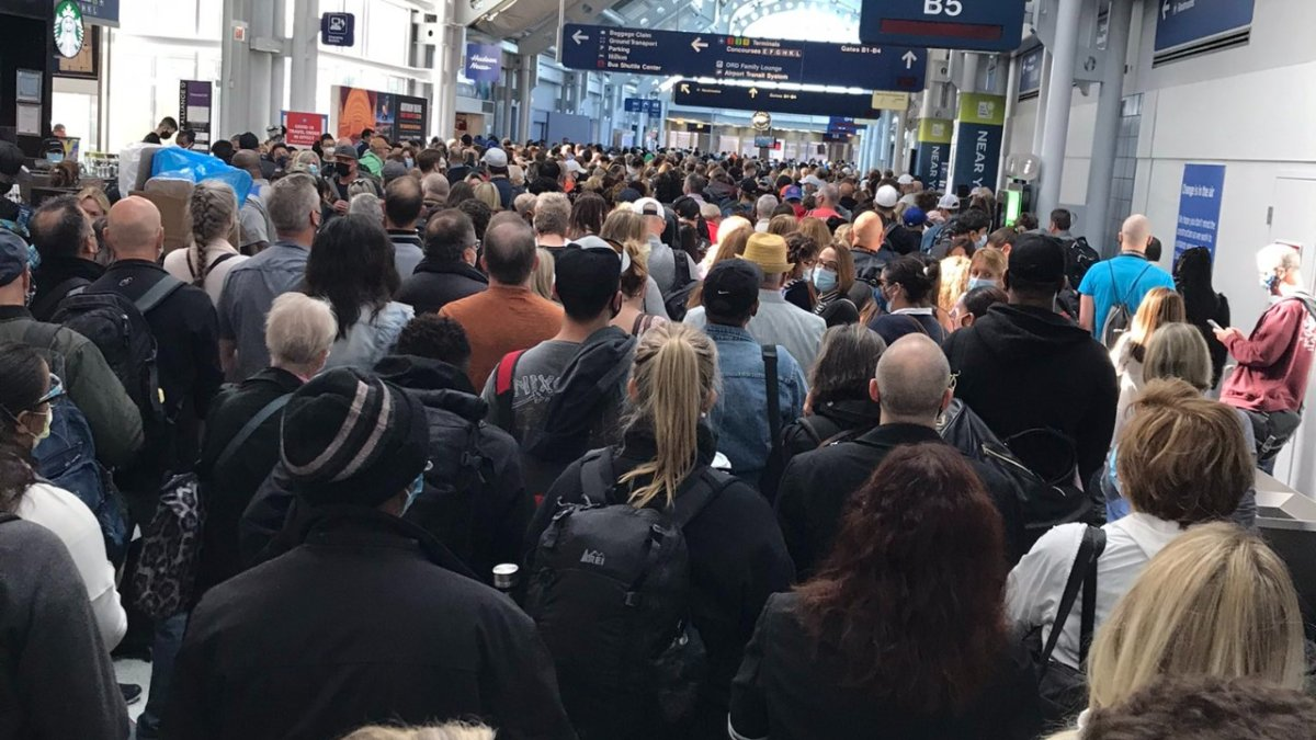 Fire at O'Hare Airport Prompts Large Crowds Amid COVID Travel Concerns