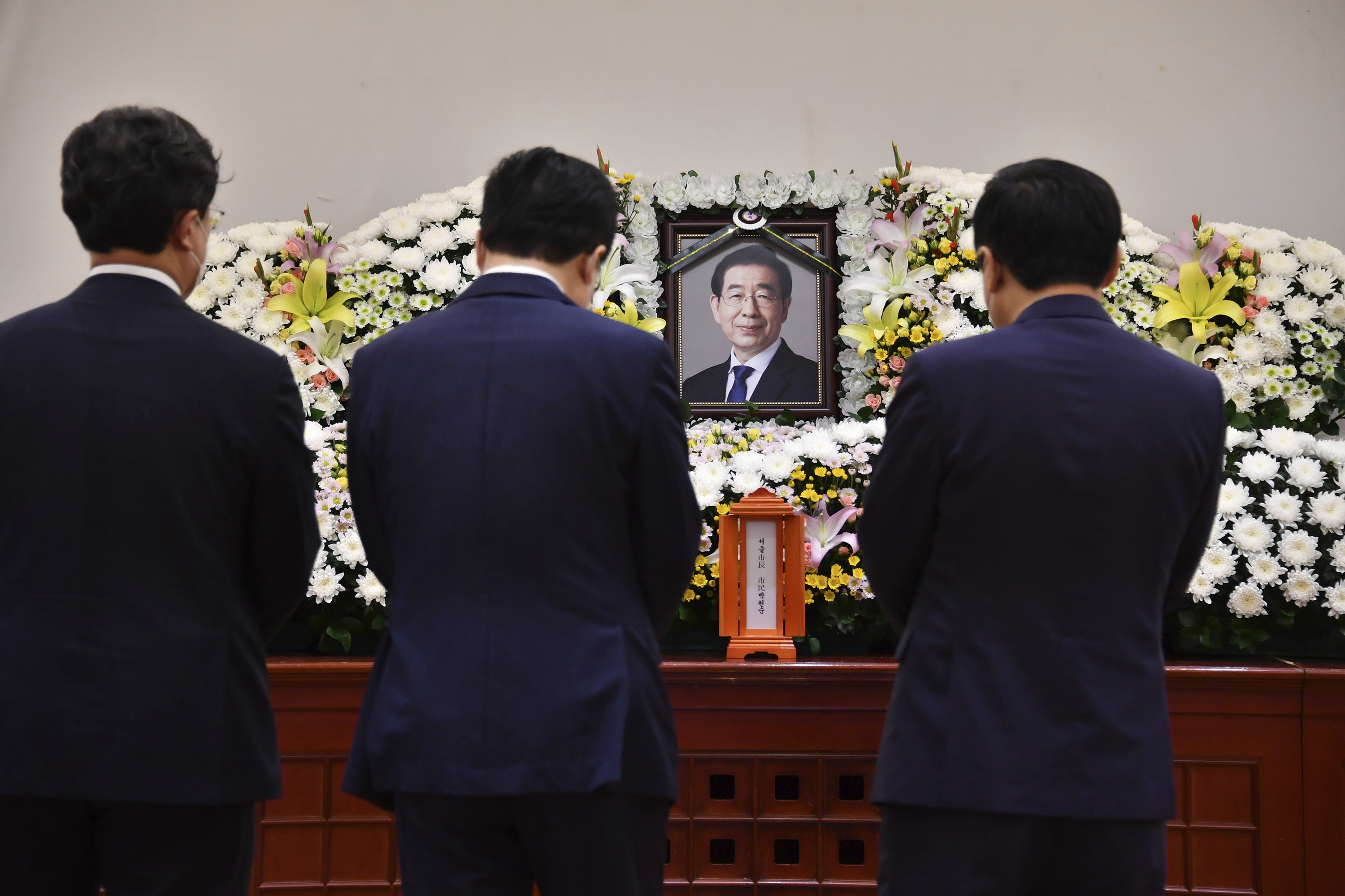 Seoul Mayor S Death Prompts Sympathy Questions Of His