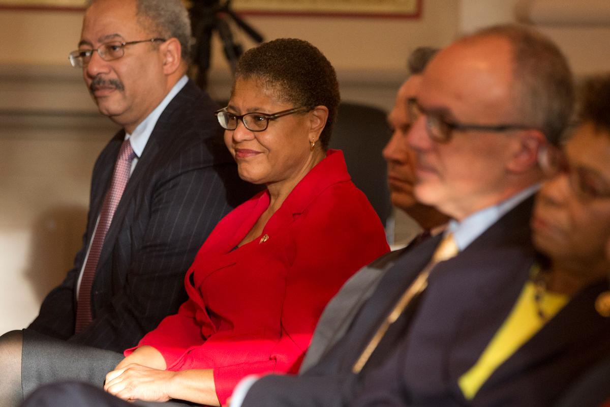 Scores Of Us Lawmakers To Boycott Trump Inauguration Nbc