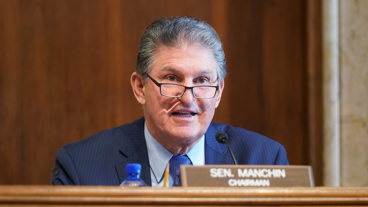 Senate Dems Strike Jobless Aid Deal, Relief Bill OK in Sight 1
