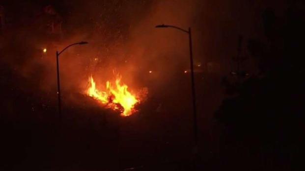 (LA) incendio de Saddleridge: casas de colinas amenazadas en el área de Sylmar