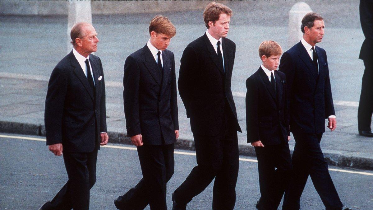 UKs Prince William and wife Kate return to university