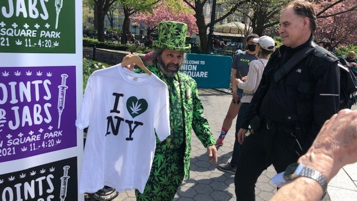 Joints for Jabs' Hands Out Weed to Vaccinated Adults in NYC on 4/20 – NBC New York