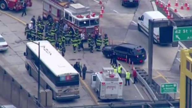 [NY] 2 Buses Collide at Entrance of Lincoln Tunnel