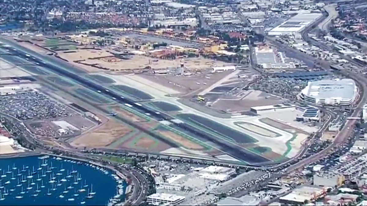 FAA Probes Near-Miss of Passenger Jets at San Diego Airport
