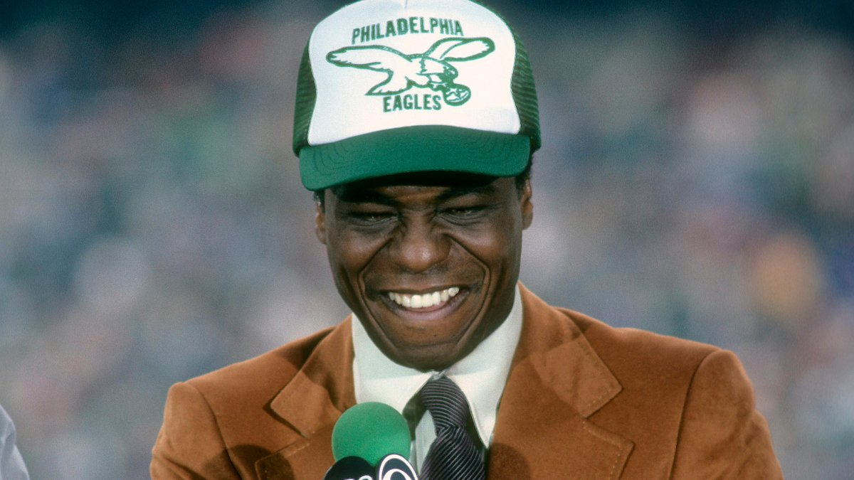 Irv Cross, Former Player for the Eagles and Rams, Pioneer Black CBS Analyst, Dead at 81
