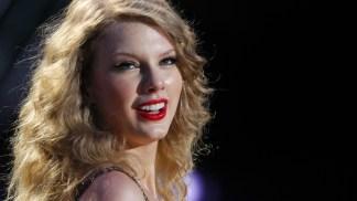 Taylor Swift, Selena Gomez Win Big at Teen Choice Awards 2011