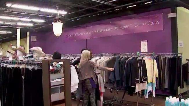 nonprofit helps women by