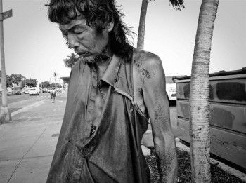 After Photographing Homeless People For 10 Years, She Discovered Her Own Father Among Them