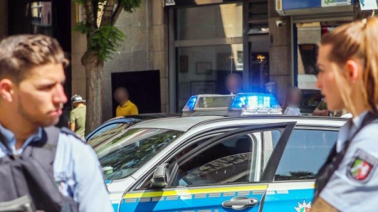 Schieerei in Dortmund Schsse im Friseursalon Rocker bei Schussabgabe verletzt  newsde