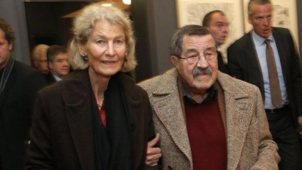Günter Grass († 87) und seine Frau Ute Grunert († 85) am 14.10.2012 in Lübeck. (Foto)