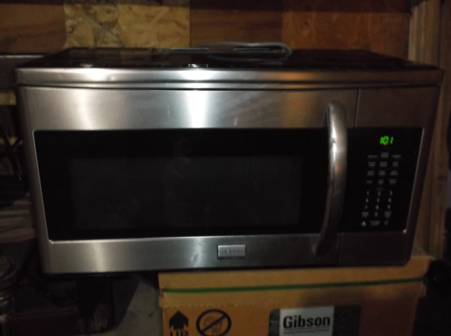 nice clean over the range frigidaire gallery microwave