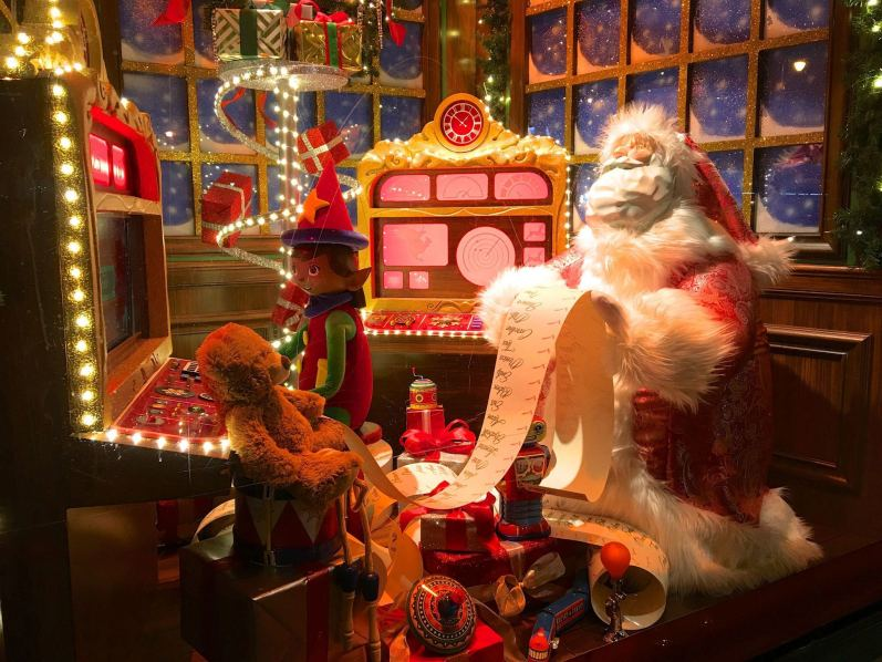 Macys christmas window display
