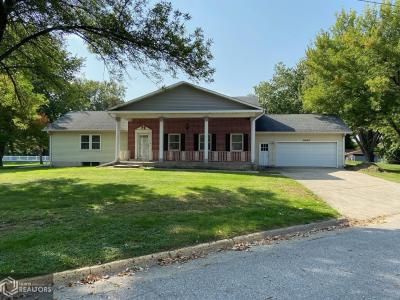 1900 Shore, Clear Lake, Iowa 50428-8608, 4 Bedrooms Bedrooms, ,1 BathroomBathrooms,Single Family,For Sale,Shore,5664154